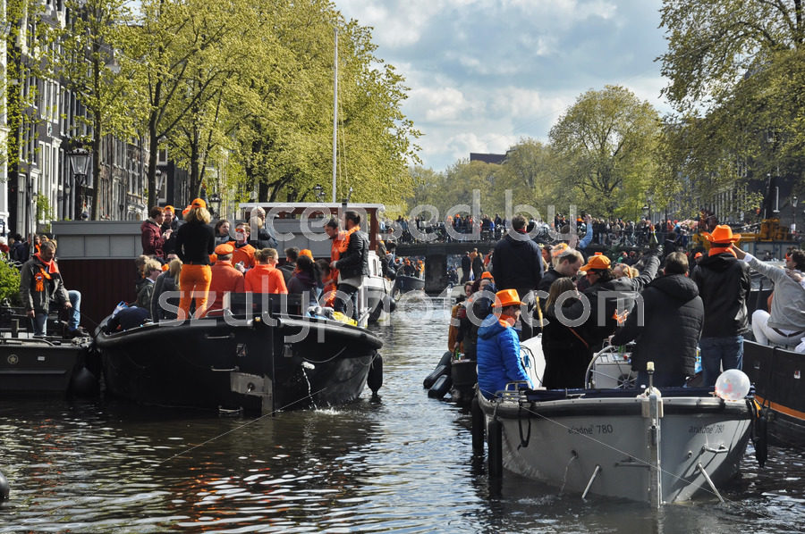 Passenger boats on the Prinsengracht during King's Day - Adam Szuly Photography