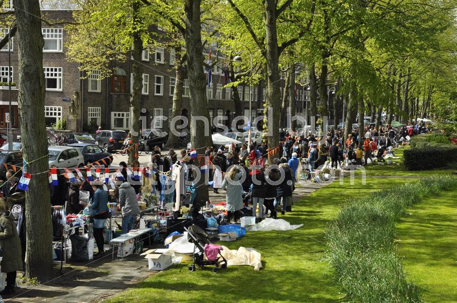 The crowd on the flee market - Adam Szuly Photography
