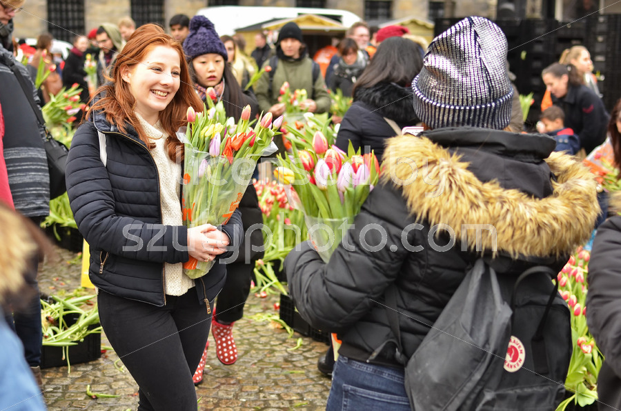 Young girls posing on the National Tulip Day - Adam Szuly Photography