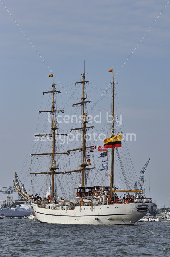Back view of the Guayas - Adam Szuly Photography