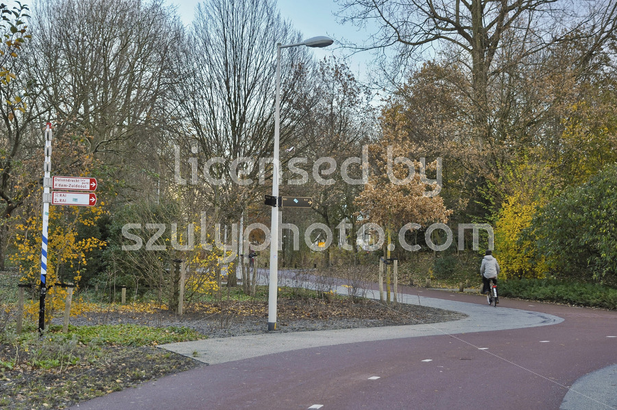 Bike path in Amsterdam in the Beatrixpark - Adam Szuly Photography