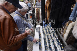 Customers looking at KLM pottery on the Noordermarkt - Adam Szuly Photography