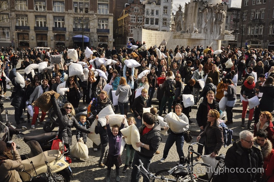 Amsterdam, Netherlands: Spectators and participants braced for the pillow fight, an international outdoor event held every year in different cities around the globe