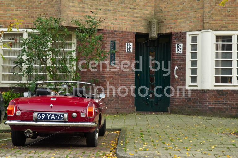 De Dageraad with an old MG car - Adam Szuly Photography