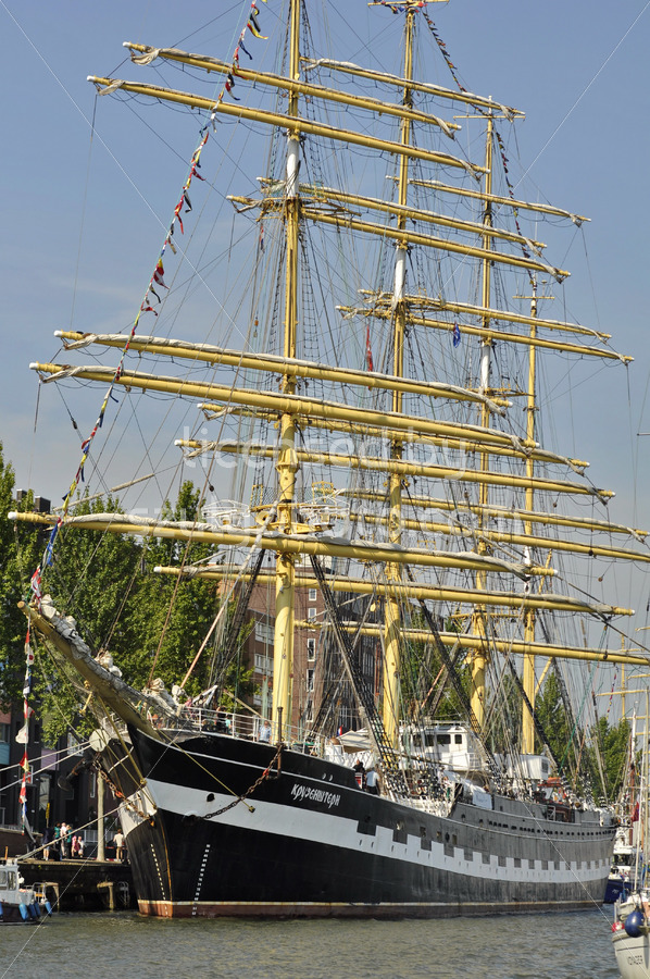 Frontal view of the tall ship Kruzenshtern - Adam Szuly Photography