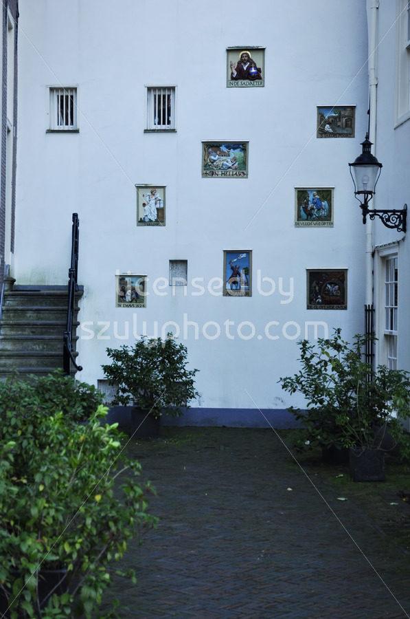 Gable stones on the Begijnhof wall - Adam Szuly Photography