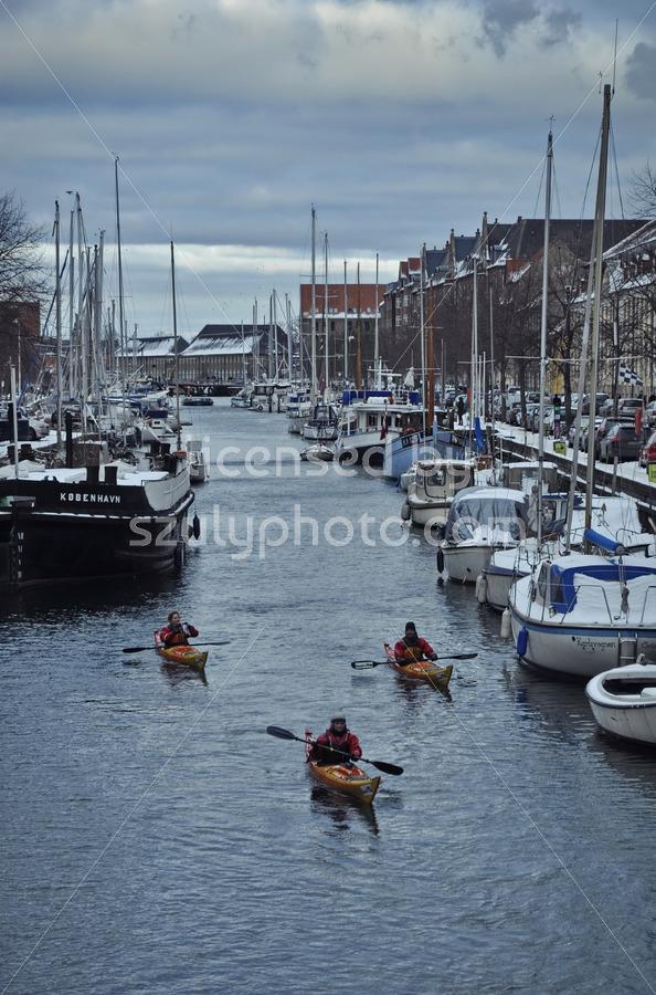 Kayaks approaching - Adam Szuly Photography