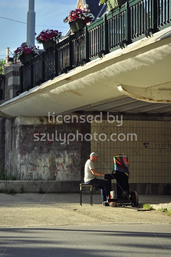 Piano player under the bridge - Adam Szuly Photography