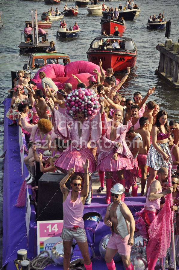 Pink boat at the gay pride canal cruise - Adam Szuly Photography