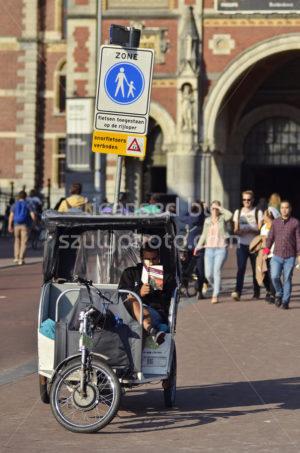 Reader in the rickshaw - Adam Szuly Photography