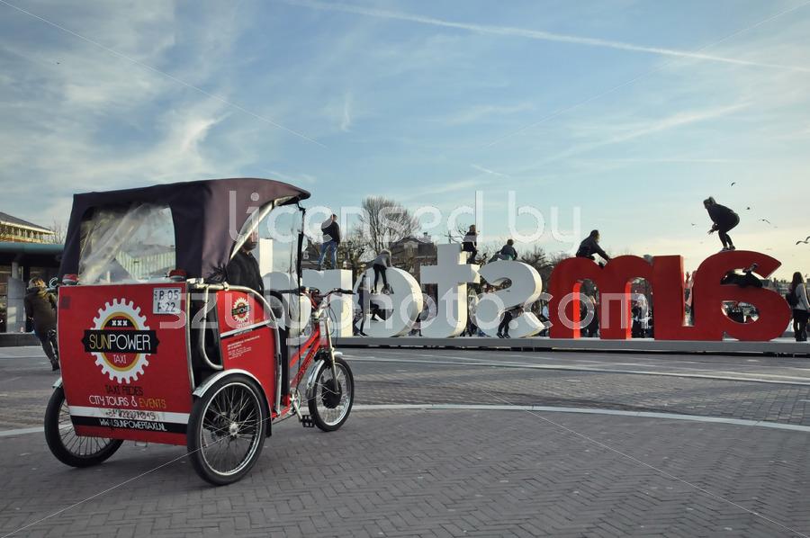 Rikshaw and Iamsterdam sign - Adam Szuly Photography