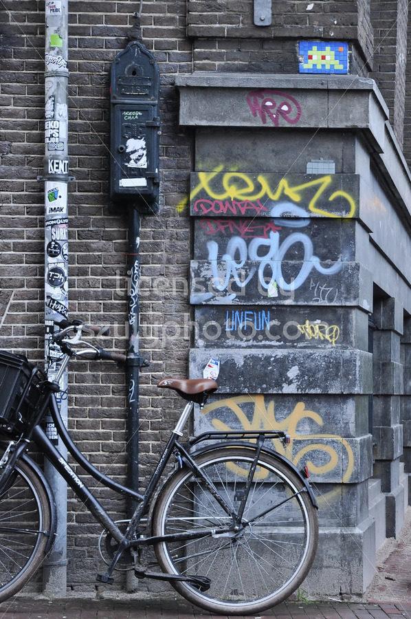 Space Invader on the Nieuwe Spiegelstraat - Adam Szuly Photography