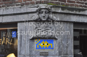 Space invader on the Berenstraat - Adam Szuly Photography