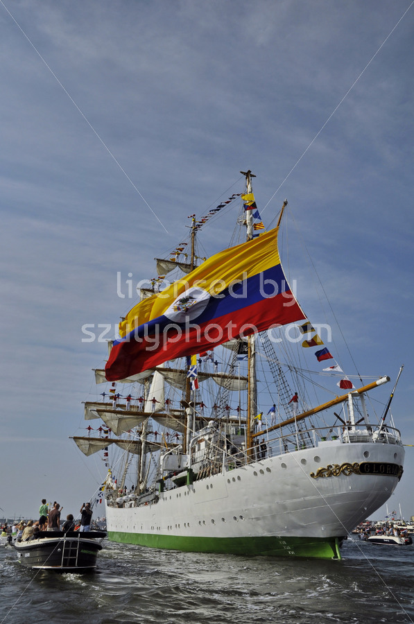 The ARC Gloria on its way to Colombia - Adam Szuly Photography