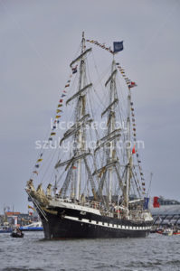 The Belem leaving Amsterdam - Adam Szuly Photography