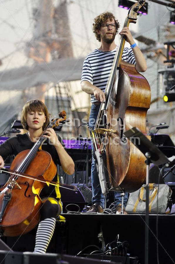 The Fuse string band on the Podium - Adam Szuly Photography