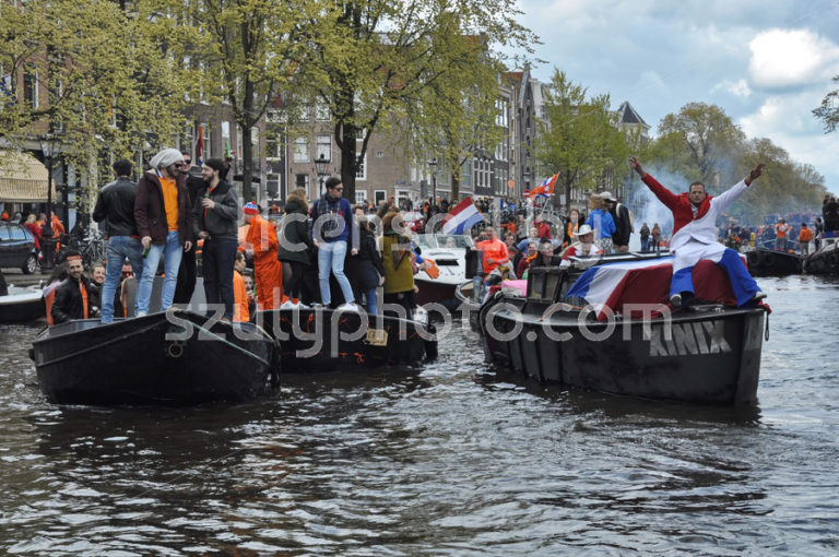 The King's Day crowd on the Prinsengracht - Adam Szuly Photography