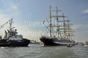 The Kruzenshtern leaving Amsterdam - Adam Szuly Photography
