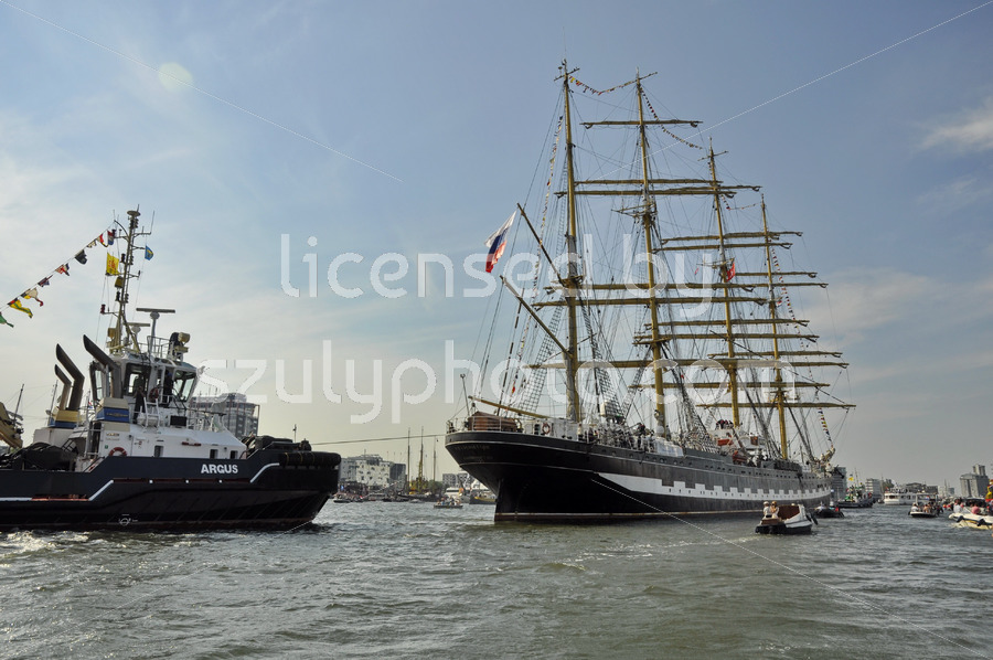 The Kruzenshtern leaving Amsterdam - Adam Szuly Photography