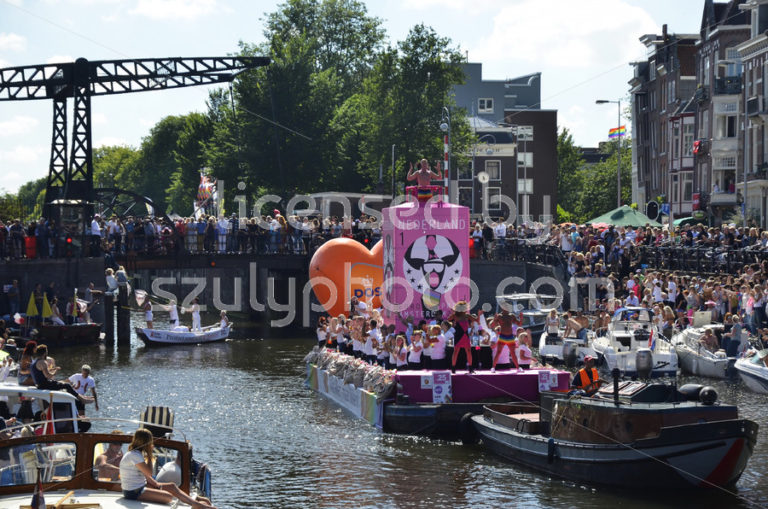 The PostNL Boat on the canal parade - Adam Szuly Photography
