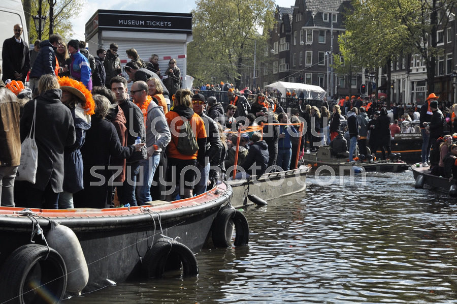 The Prinsengracht during the King's Day Festivities - Adam Szuly Photography