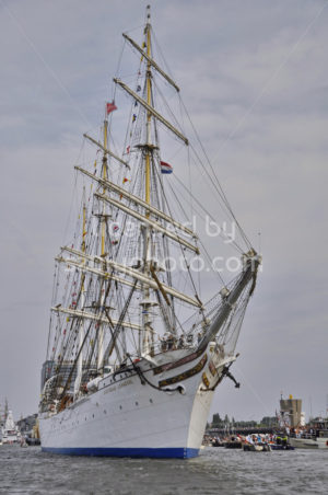 The Statsraad Lehmkuhl approaching - Adam Szuly Photography