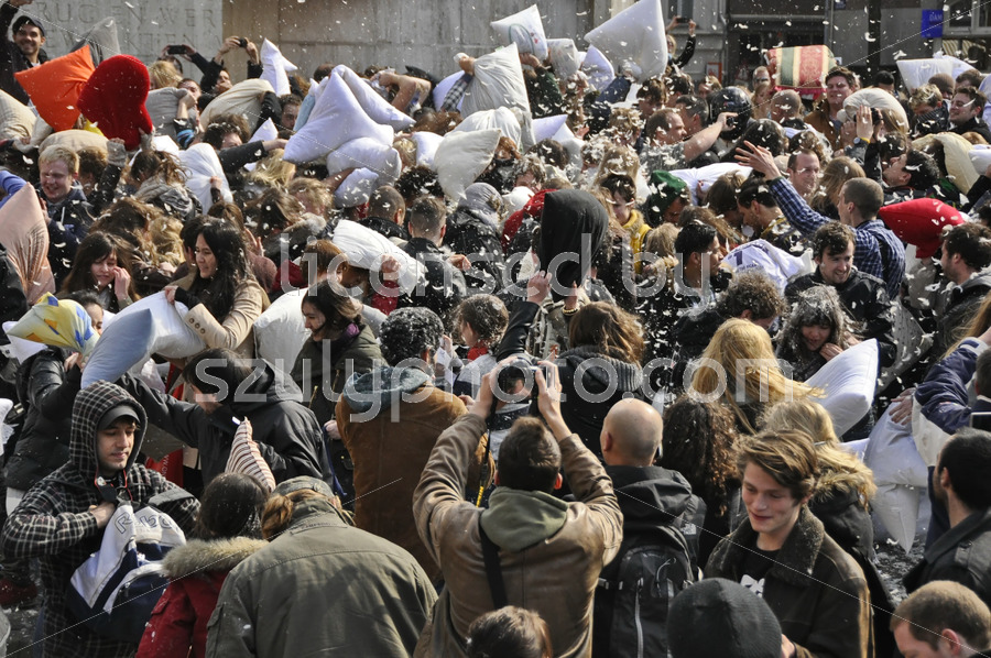 The pillow fight day on the Dam Square - Adam Szuly Photography