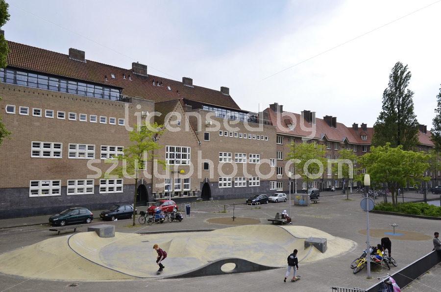 The yellow brick Horizon Building (Willem Barentszschool) - Adam Szuly Photography