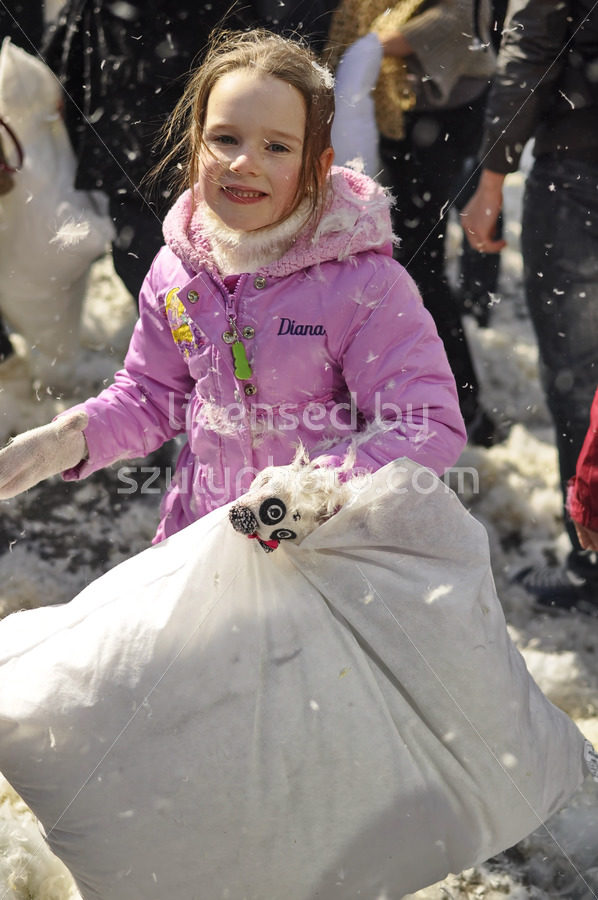Young girl with pillow on Pillow Fight Day - Adam Szuly Photography