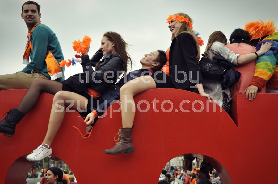 Young people on the Iamsterdam sign - Adam Szuly Photography